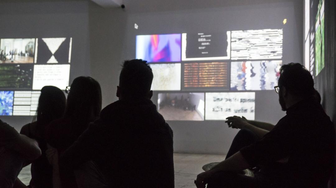 [DES]CONEXÃO: a cyberpoetic installation